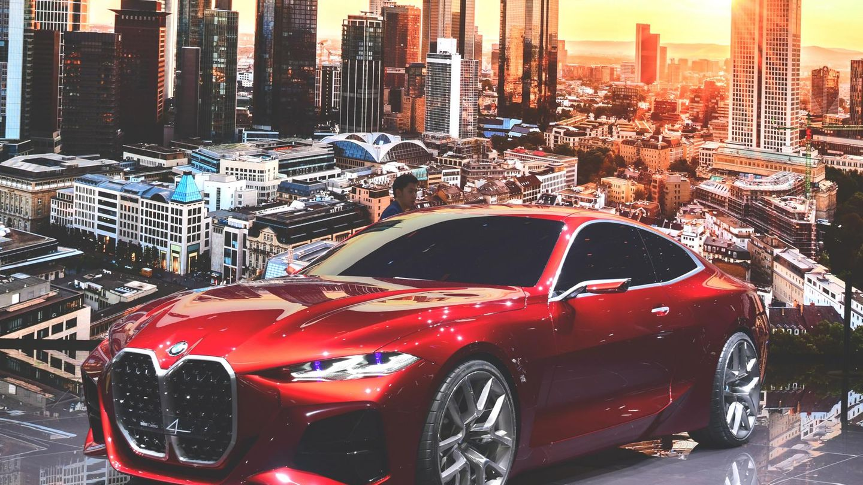 Mehr Grill gab es nie. Das BMW Concept 4 gibt einen Ausblick auf das neue 4 Coupe. Es kann in jeder elektrischen Form betrieben werden - als Hybrid, reines E- Auto oder mit Brennstoffzelle.