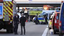 Bei einer Fahrzeugkontrolle ist auf dem Berliner Ring ein Mann durch Schüsse von Beamten tödlich verletzt worden