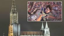 Ulmer Münster: Roofer klettern auf höchste Kirche der Welt – Polizei ermittelt