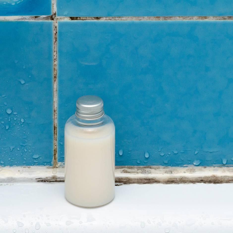 Feuchte Nasszelle: Schimmel im Bad entfernen: So machen Sie den Pilzen den Garaus