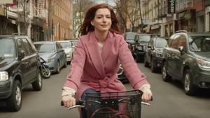 """Anne Hathaway spielt eine der Hauptrollen in der neuen Amazon-Prime-Serie """"Modern Love"""""""