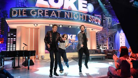 Bei der Greatnight Show tanzen Luke Mockridge, Nora Tschirner und David Hasselhoff auf der Bühne