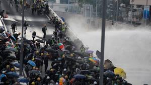 Proteste in Hongkong, Polizei setzt Wasserwerfer ein