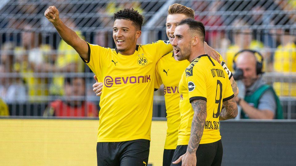 Sancho, Reus und Alcacer (v. l.) bejubeln einen wunderschön herausgespielten BVB-Treffer zum 2:0 gegen Leverkusen