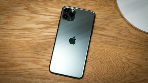 Das aktuelle iPhone 11 Pro Max wird kabellos oder mit einem Lightning-Stecker aufgeladen.