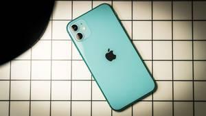 Das neue iPhone 11 im grünen Farbton.