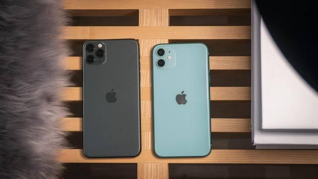 Links das iPhone 11 Pro mit drei Kameras, rechts die Standard-Variante.