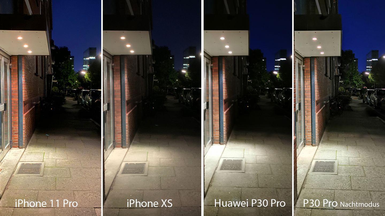 Nun treten die beiden iPhones (11 Pro und XS)gegen das Huawei P30 Pro an - einmal in der Automatik, einmal im dedizierten Nachtmodus. Auch hier fällt auf, dass das XS deutlich weniger Details aufnimmt, erkennbar an den Löchern in der Decke des Vordachs oder am Mauerwerk. Zwar erkennt man im Nachtmodus des P30 Pro mehr Details im schattigen Bereich der Straße, allerdings geht dadurch die nächtliche Stimmung flöten. Der Detailgrad des iPhone 11 Pro ist höher als beim P30 Pro, dafür ist der Himmel beim Huawei-Smartphone deutlich dunkler - ein Detail, das wir noch häufiger sehen werden. Man erkennt allerdings auch anhand des beleuchteten Gehwegs im Hintergrund, dass das iPhone mehr Licht einfängt.