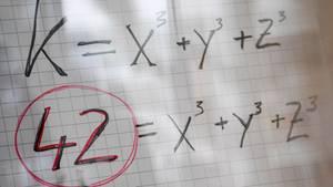 42 = x³ + y³ + z³ - gelöst wurde die Formel erst vor kurzem und mit allerhand Aufwand