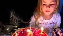 Mit Torte, Kerzen und Geschenken feiert die schwerkranke Eva ihren sechsten Geburtstag
