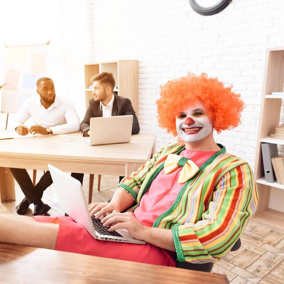 Kündigungsgespräch: Mitarbeiter erschien mit einem Clown