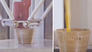 Der 3D-Drucker stellt aus Orangenschalen recyclebare Becher her