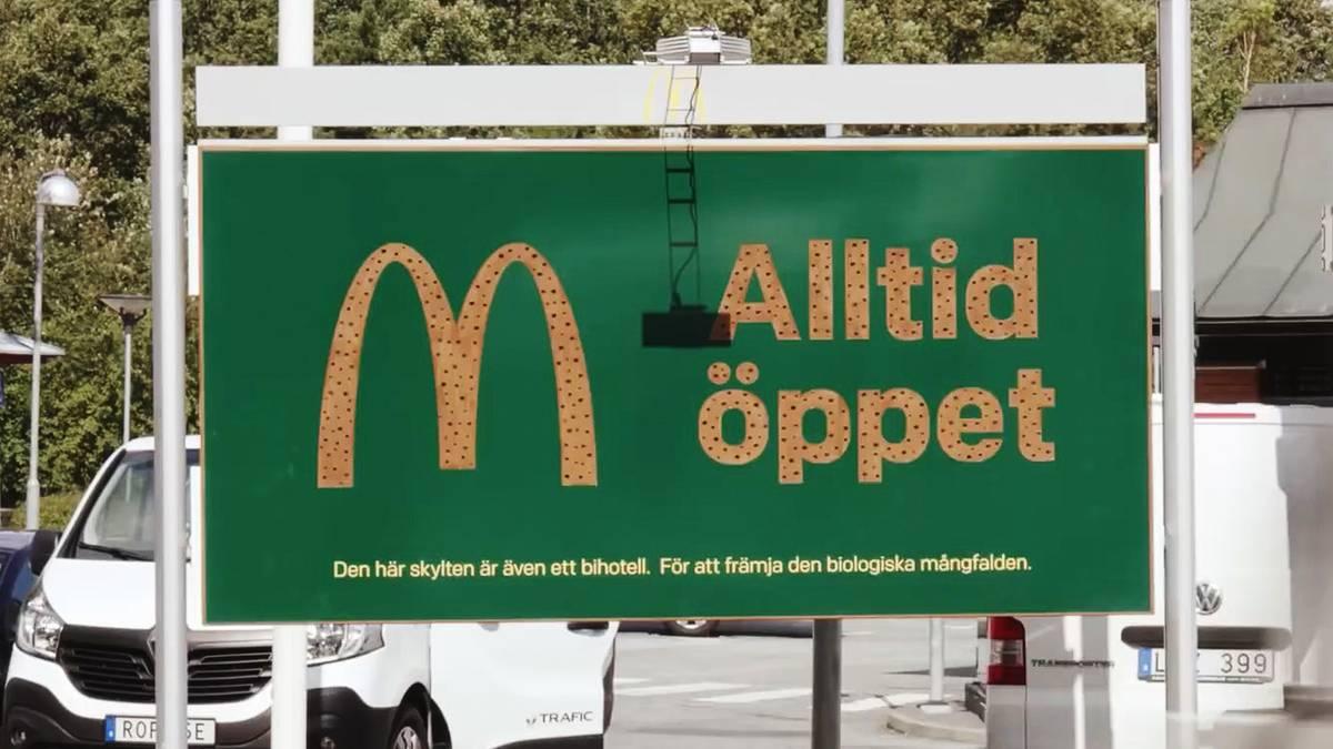 Unkonventionelle Idee: Warum McDonald's in Schweden durchlöcherte Werbetafeln aufstellt