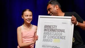 Amnesty Generalsekretär Kumi Naidooüberreicht der Greta Thunberg den Amnesty-Menschenrechtspreis