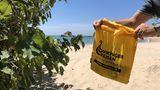 Stofftasche am Strand in Thailand