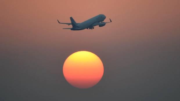 Flugzeug und Sonne