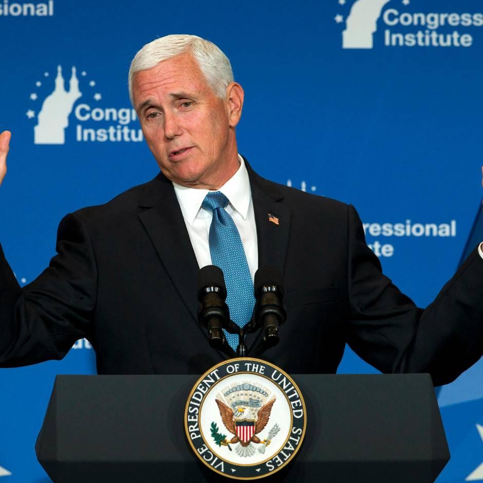 Secret Service alarmiert: Vor Schülern: Highschool-Lehrerin in North Carolina fordert Kopfschuss für Vize-Präsident Mike Pence