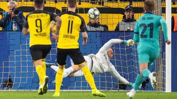 Marc-André ter Stegen hielt in der 58. Minute einen Elfmeter vonMarco Reus und vereitelte zahlreiche weitere BVB-Chancen