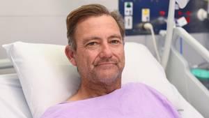Der erfahrene Buschwanderer Neil Parker stürzte einen sechs Meter hohen Wasserfall hinab und brach sichBein und Handgelenk