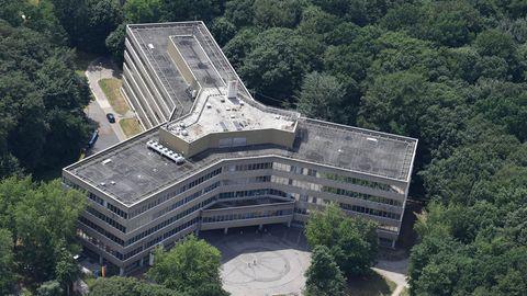 Die Luftaufnahme zeigt das Gebäude der Außenstelle des Bundesamt für Migration und Flüchtlinge (Bamf) in Bremen