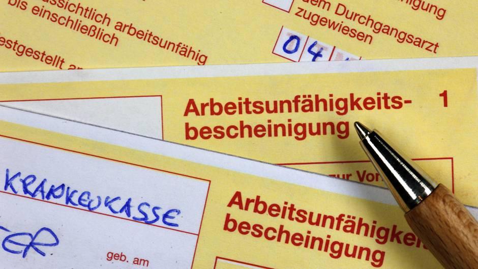 Den gelben Krankenschein soll es bald nur noch digital geben