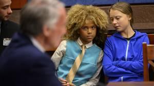 """Greta Thunberg und Klimaaktivist Levi Draheim nehmen an einem Treffen der """"Climate Task Force"""" des US-Senats teil."""