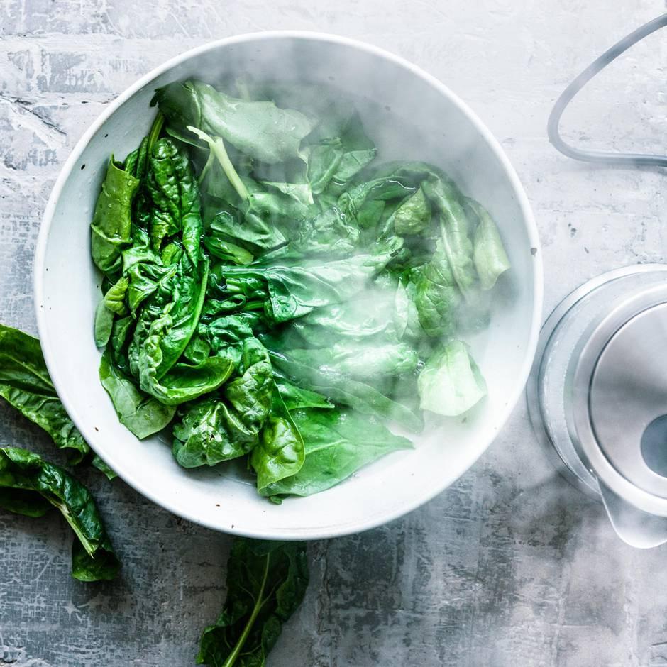 Kochtechnik Blanchieren: Warum Sie Gemüse heiß-kalt schocken sollten
