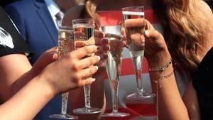 Damit auch bei einem No-Deal-Brexit die Gläser voll bleiben, füllen britische Alkohol-Importeure vorzeitig ihre Lager