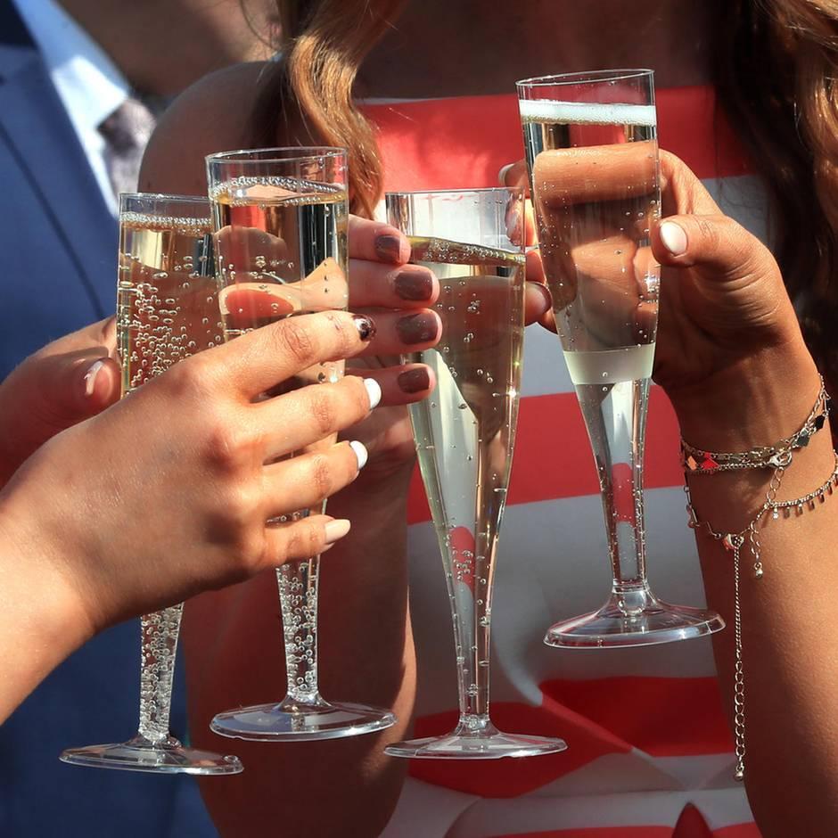 Drohendes Grenzchaos: Angst vor No-Deal-Brexit: Britische Importeure horten schon mal Alkohol für Weihnachten