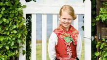 Mädchen in der traditionellen Tracht