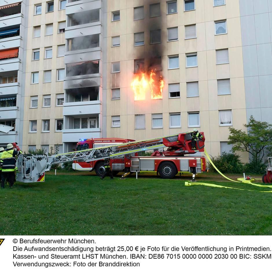 Nachrichten aus Deutschland: Zehn Verletzte bei Wohnungsbrand in Mehrfamilienhaus