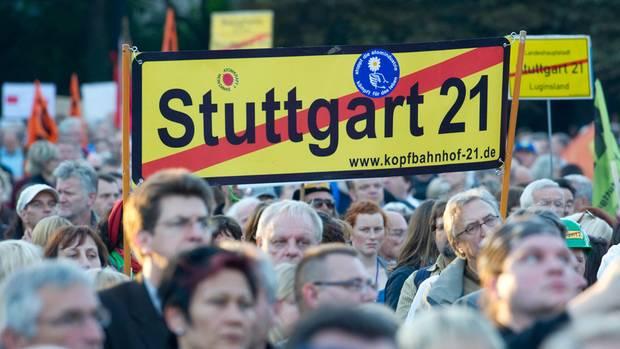 Bild von einerMontagsdemonstration gegen das Milliardenvorhaben Stuttgart 21
