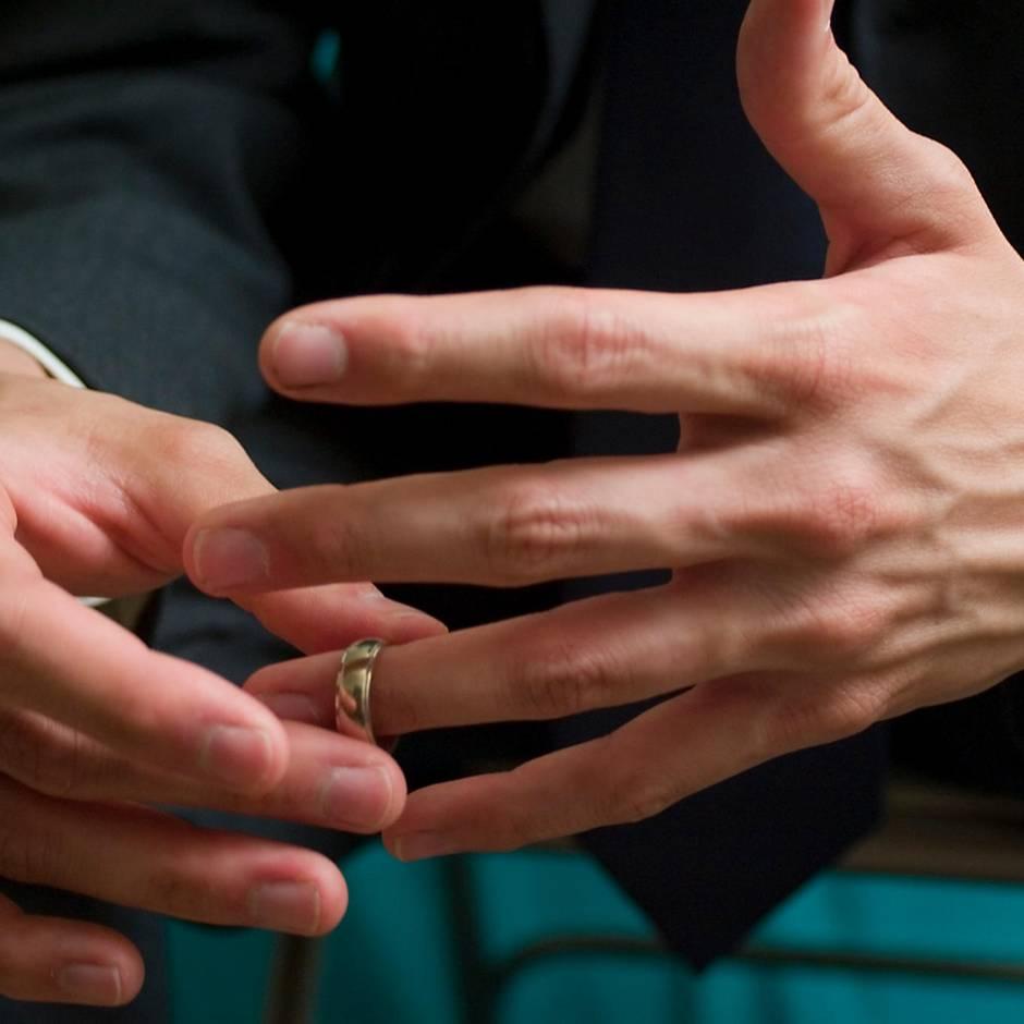 Betrug : Mann fälscht Unterschrift seiner Frau, um sich von ihr scheiden zu lassen