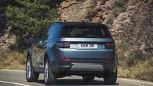 Der neue Land Rover Discovery Sport mit neuer Lichtsignatur hinten