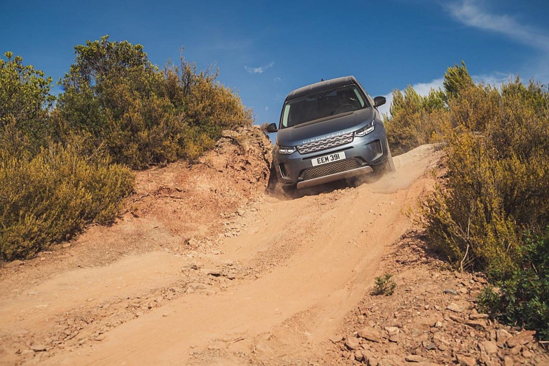 Bergab hilft beim neuen Land Rover Discovery Sport die Elektronik mit