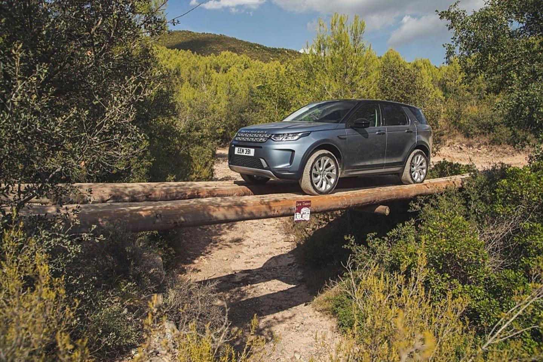 Auch auf schmalen Pfaden sicher unterwegs: Der neue Land Rover Discovery Sport