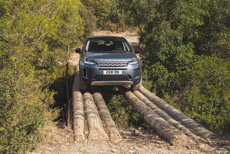 Kameras helfen beim neuen Land Rover Discovery Sport, in der Spur zu bleiben