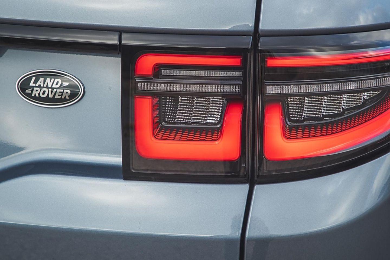Neue LED-Signatur hinten am neuen Land Rover Discovery Sport