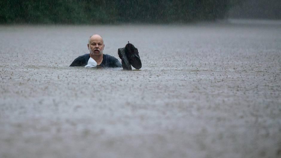 Patton Village, USA. Wegen des Tropensturms Imelda sind Teile von Texas überschwemmt – wie dieser Ort nördlich der Metropole Houston.
