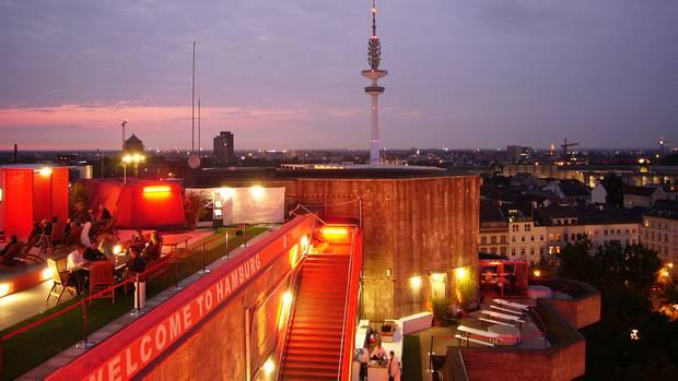 Während der Fußball-WM im Sommer 2006 war eine auf dem Dach des Bunkers in Hamburger Stadtteil St. Pauli eine temporäre Bar eingerichtet.