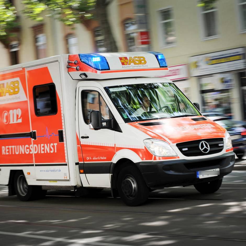 Nachrichten aus Deutschland: Herzstillstand bei Zweijährigem: Feuerwehr führt am Telefon erfolgreich durch Wiederbelebung