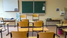 Ein leerer Klassenraum