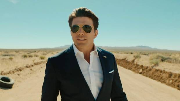 Schauspieler Mike Fisher parodiert Tom Cruise
