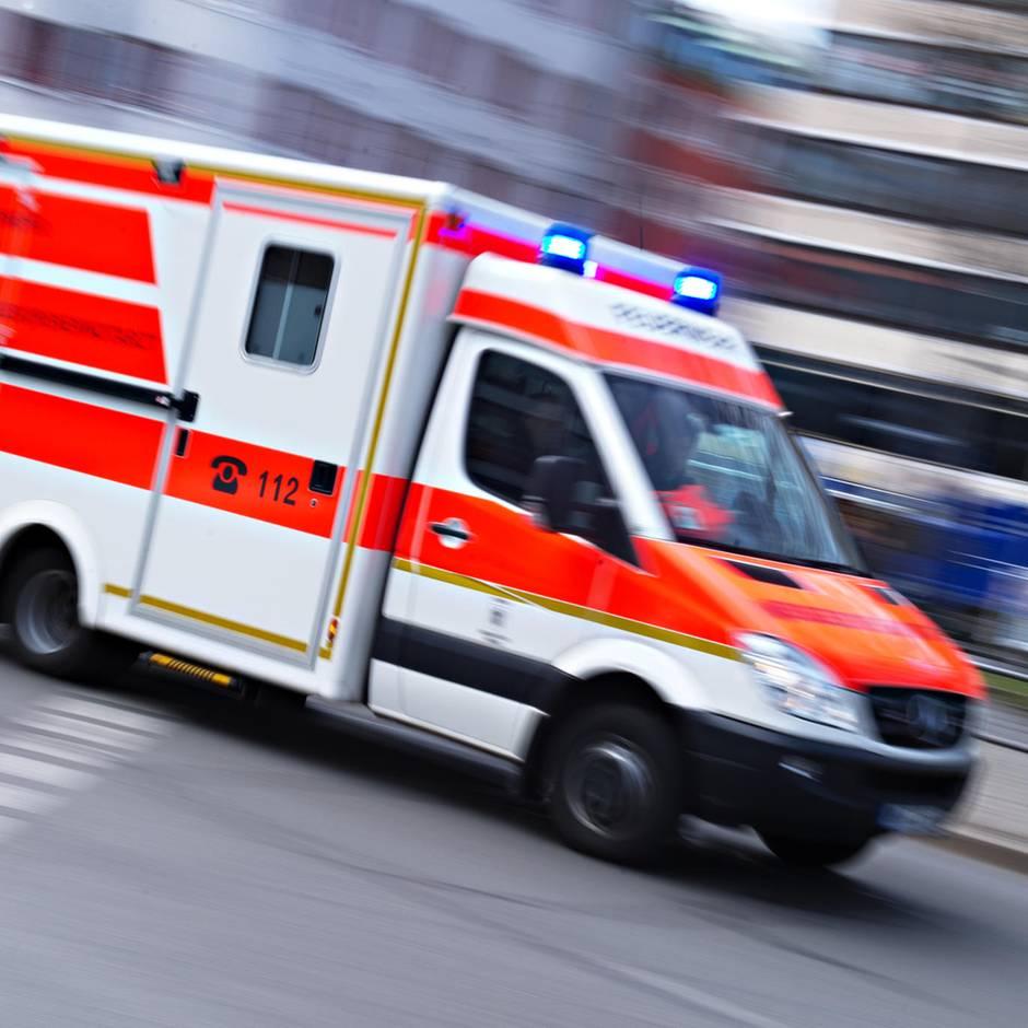 Nachrichten aus Deutschland: Siebenjähriger stürzt beim Spielen von einem Tisch und stirbt