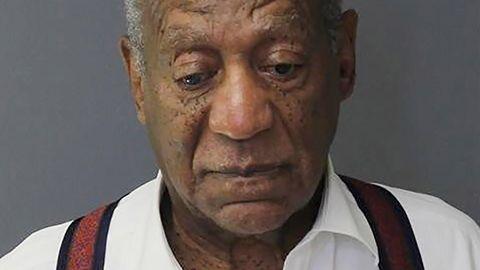 Bill Cosby, nachdem er wegen schwerer sexueller Nötigung in drei Fällen zu mindestens drei Jahren Haft verurteilt wurde