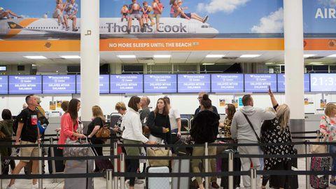 London: Check-In-Schalter des britischen Reisekonzerns Thomas Cook