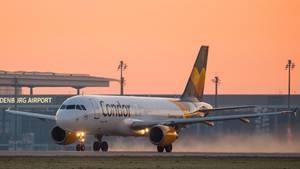 Der Ferienflieger Condor darfUrlauber, die mit Thomas-Cook-Veranstaltern gebucht haben, nicht mehr an ihr Reiseziel bringen