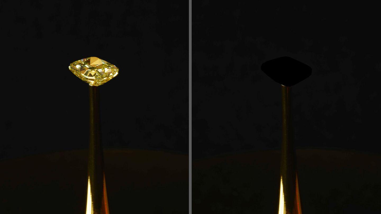 Ein mit dem Superschwarz überzogener Diamant wird in den USA ausgestellt
