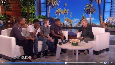Will Smith neben den drei Jungen auf dem Sofa bei Ellen DeGeneres