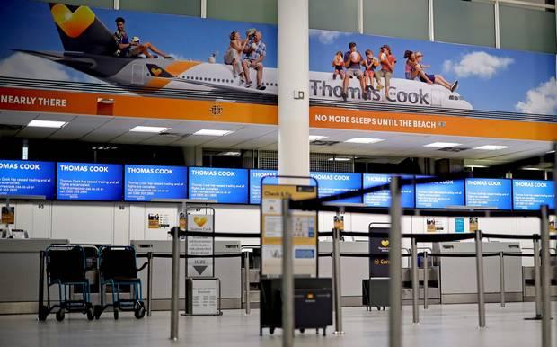 Nichts geht mehr am 23. September: Die unbesetzten Schalter von Thomas Cook imSouth TerminalvonLondon-Gatwick